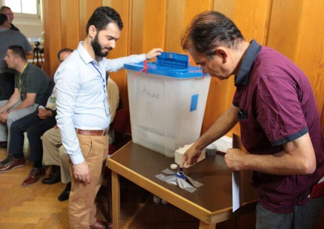 العراقيون في الخارج يدلون بأصواتهم في الانتخابات البرلمانية