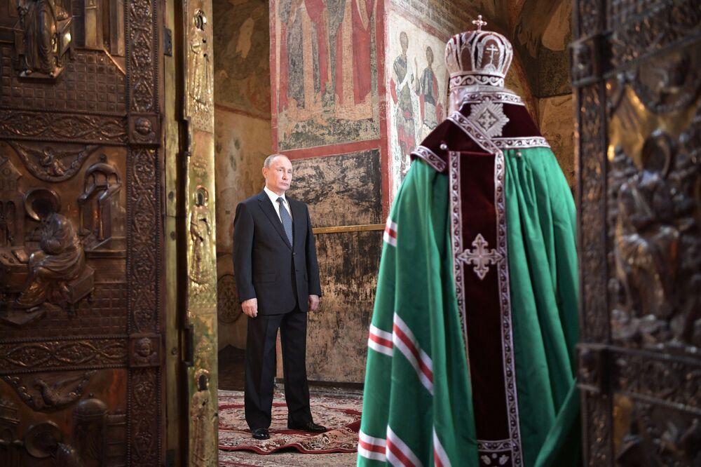 بطريرك موسكو وعموم روسيا كيريل خلال صلاة بمناسبة بدء تنصيب فلاديمير بوتين رئيسا لروسيا، الكرملين، موسكو، روسيا 7 مايو/ أيار 2018
