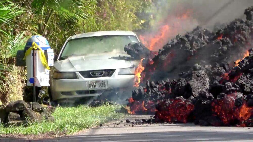 الحمم الملتهبة تلتهم سيارة فورد موستانغ في بونا، هاواي، الولايات المتحدة  6 مايو/ أيار 2018
