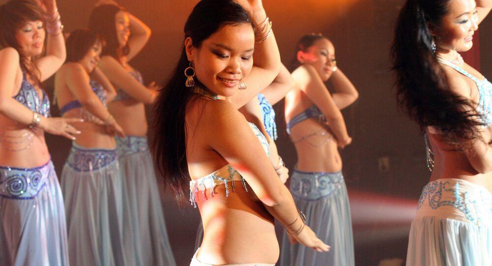 فرقة الرقص الشرقي الفيتنامية Apsara Dance Studio خلال عرض فني، 11 ديسمبر/ كانون الأول 2008