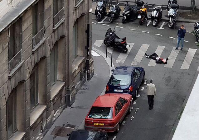 أحد المصابين في هجوم على المارة بباريس