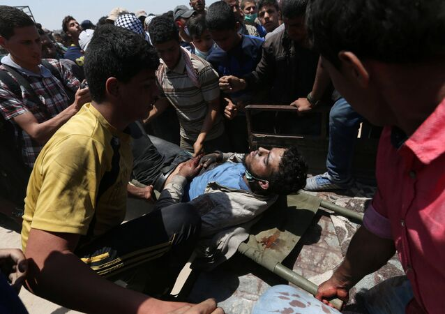 سقوط جرحى و مصابين في احتجاجات تعم البلاد ضد نقل السفارة الأمريكية إلى القدس عشية الذكرى الـ 70 لـ النكبة ، شرق غزة، قطاع غزة، فلسطين 14 مايو/ أيار 2018