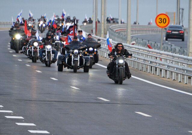 افتتاح جسر القرم - المواطنون الروس يحتفلون بافتتاح الجسر