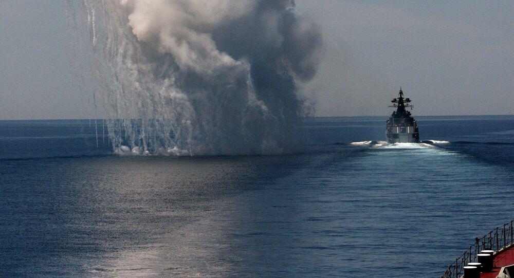 التدخل للقضاء على هجوم افتراضي مضاد من سفينة كبيرة مضادة للغواصات الأميرال فينوغرادوف خلال مناورات مشتركة لسفن أسطول المحيط الهادئ في البحر