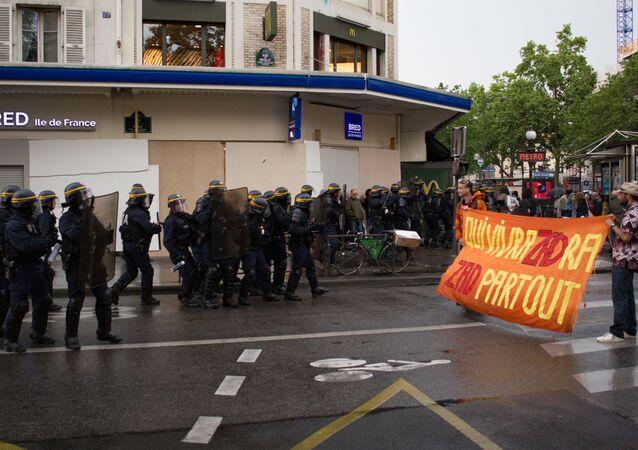 تنظم النقابات العمالية ونقابات القطاع العام في فرنسا سلسلة مظاهرات احتجاجا على سياسات الرئيس إيمانويل ماكرون المتعلقة بإصلاح القطاع العام في باريس، 22 مايو/ أيار 2018