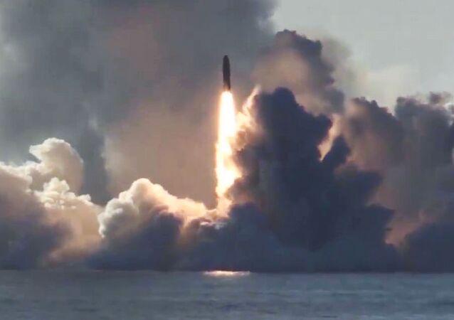 انطلاق صاروخ من غواصة يوري دولغوروكي