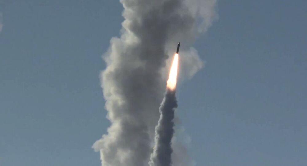 أتجربة ناجحة جديدة للصاروخ البالستي الجديد المعروف باسم بولافامن غواصة يوري دولغوروكي الموجودة في البحر الأبيض في شمال روسيا تحت الماء، 23 مايو/ أيار 2018