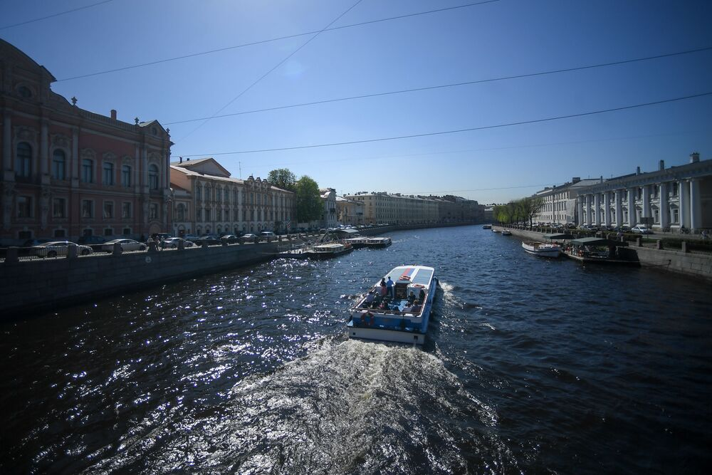 رحلة في القارب بسان بطرسبورغ