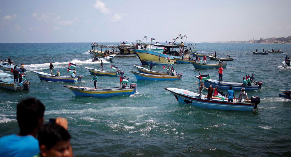 قوارب فلسطينية ترافق رحلة سفينة الحرية لكسر الحصار عن غزة