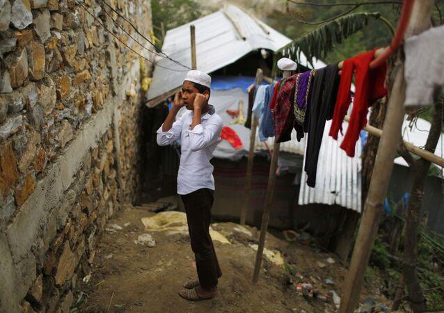 صبي الروهينغا خلال الصلاة في مخيم كاتماندو للاجئين، نيبال 18 مايو/ أيار 2018