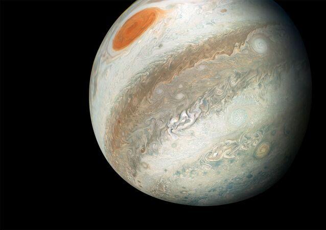 تم التقاط هذه الصورة الاستثنائية لكوكب من قبل مركبة الفضاء جونو التابعة لـ ناسا