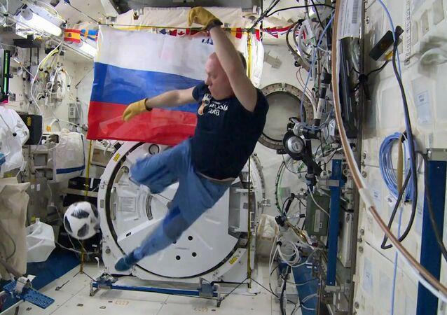 رائد فضاء الروسي أنطون شكابليروف يستعد لبطولة كأس العالم لكرة القدم في روسيا 2018
