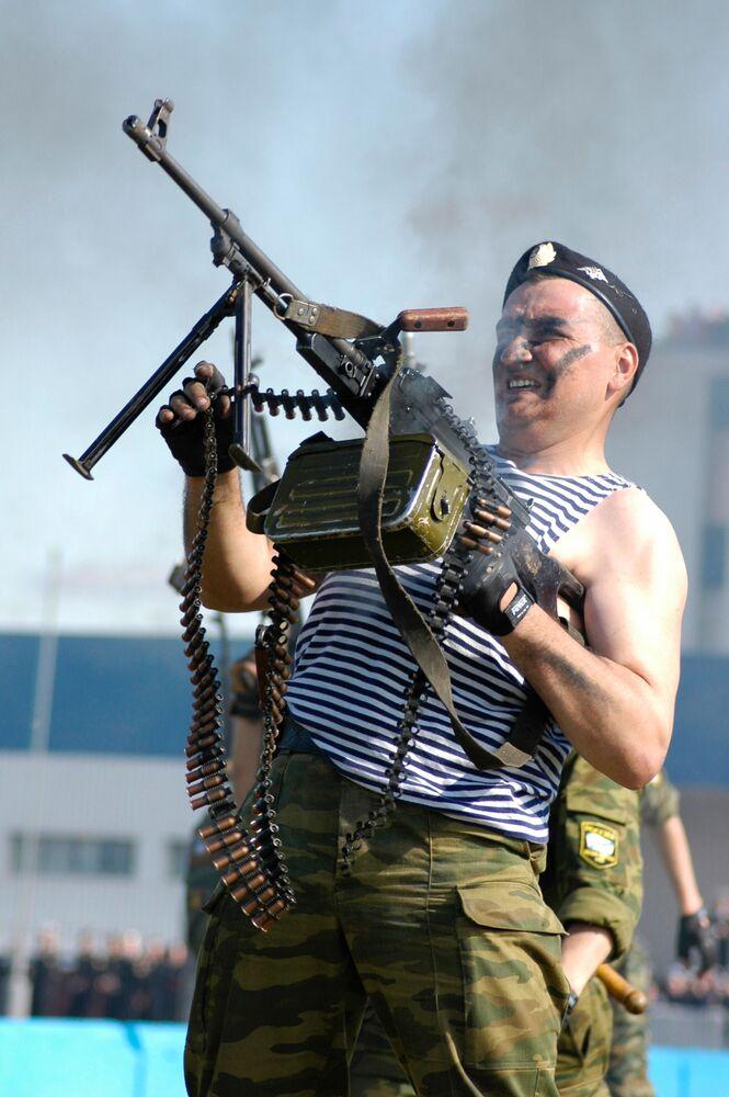 عسكري في بحرية الأسطول الشمالي الروسي في سيفيرومورسك