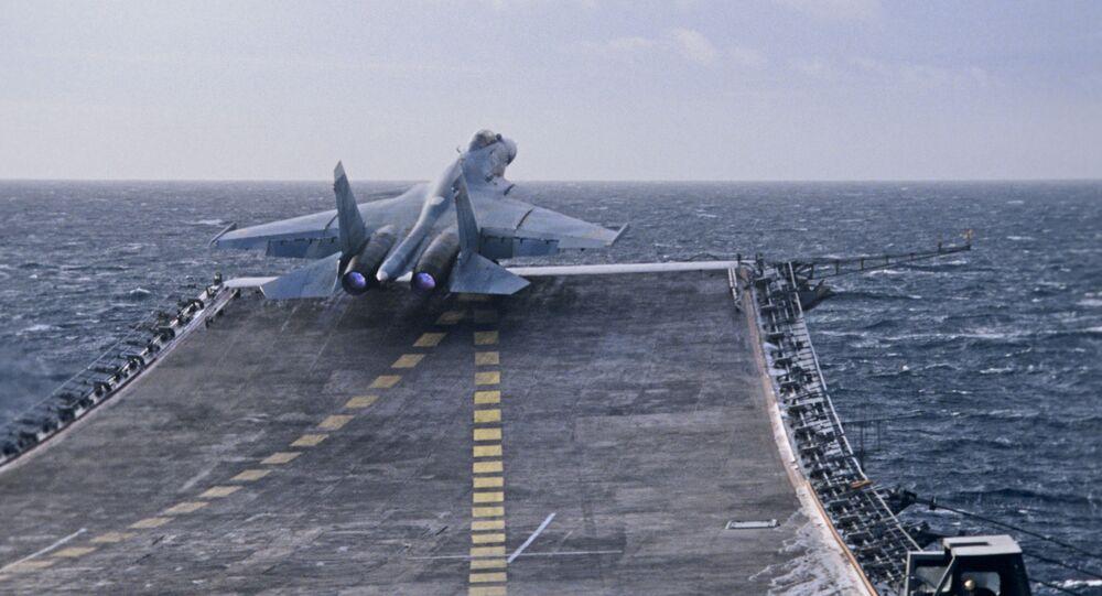 إقلاع المقاتلة سو-27 كا من الطراد الحامل للطائرات الثقيلة الأميرال كوزنيتسوف