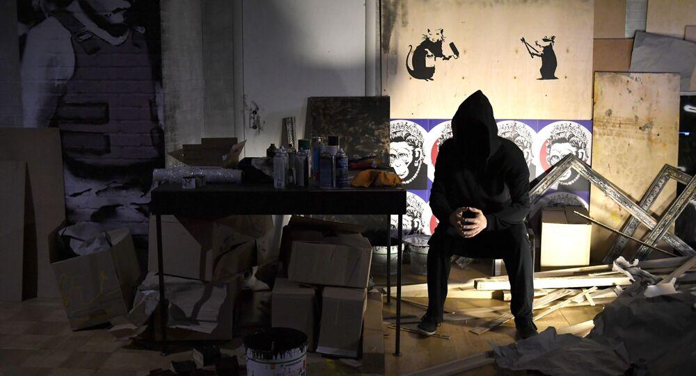 معرض لأعمال لفنان الغرافيتي الإنجليزي بانكسي في البيت المركزي للفنانين بموسكو