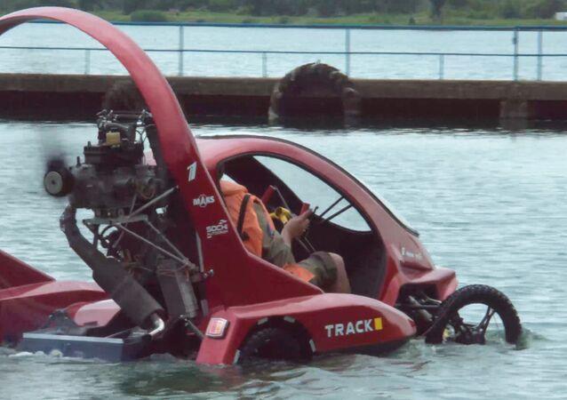 آلية فريدة قادرة على الطيران والسير والإبحار
