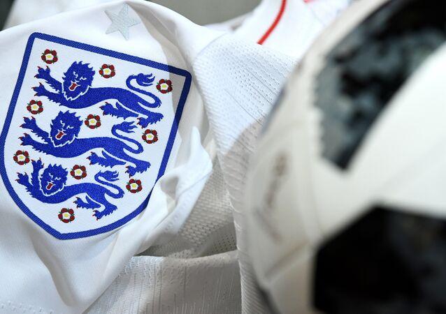 قميص المنتخب الإنجليزي