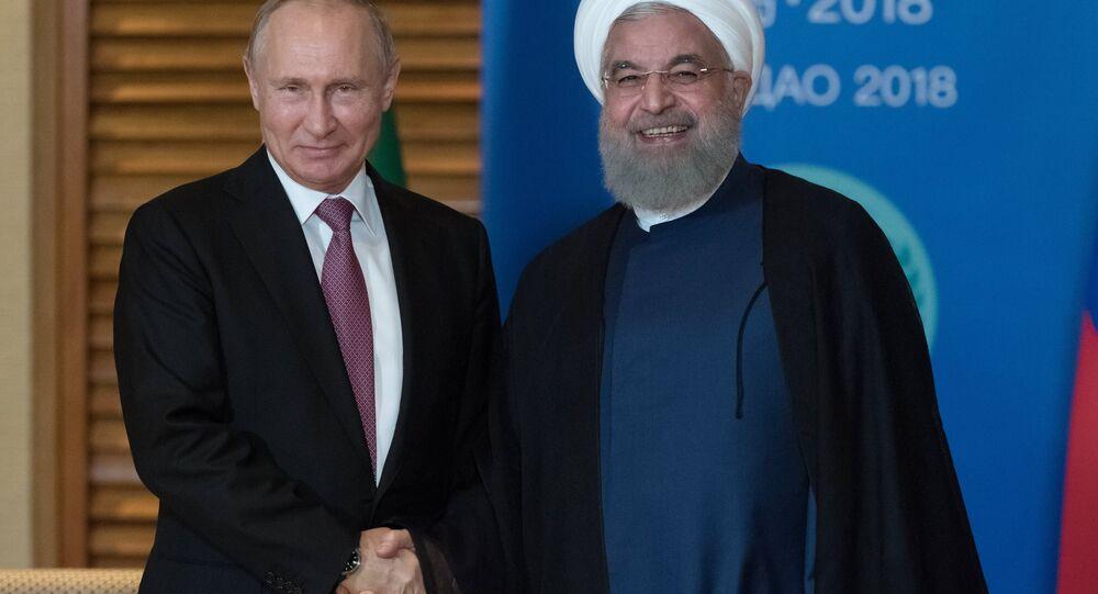 الرئيس الروسي فلاديمير بوتين ونظيره الإيراني حسن روحاني