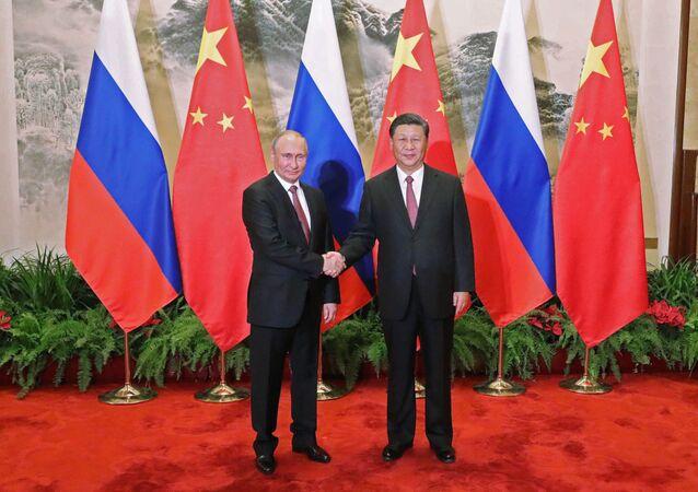 الرئيس الروسي فلاديمير بوتين والرئيس الصيني شى جين بينغ خلال اللقاء في بكين، الصين