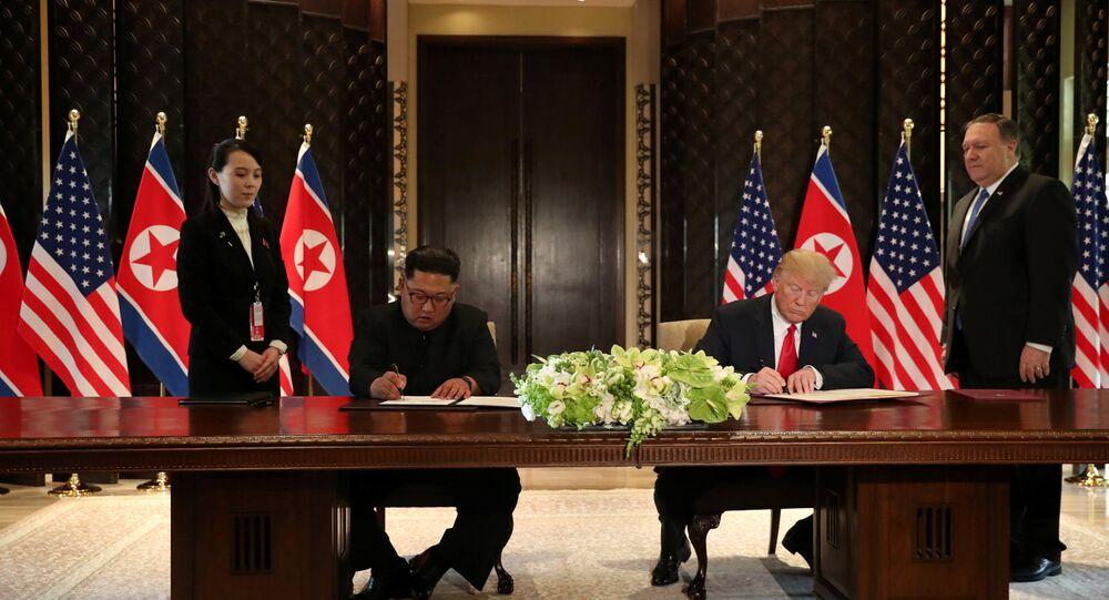 توقيع وثيقة بين ترامب وكيم جون أون في سنغافورة