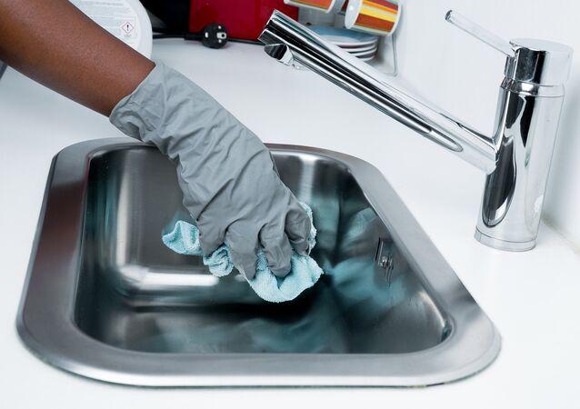 علماء يكشفون خطر منشفة المطبخ على صحة الإنسان