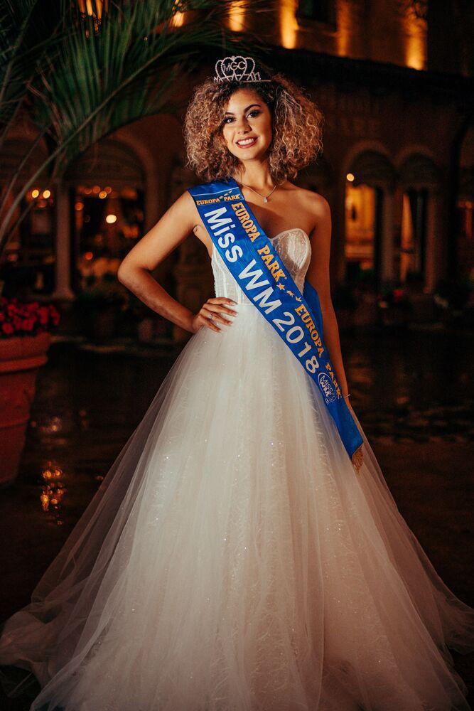 الفائزة في مسابقة ملكة جمال المونديال 2018 زويا برونيت