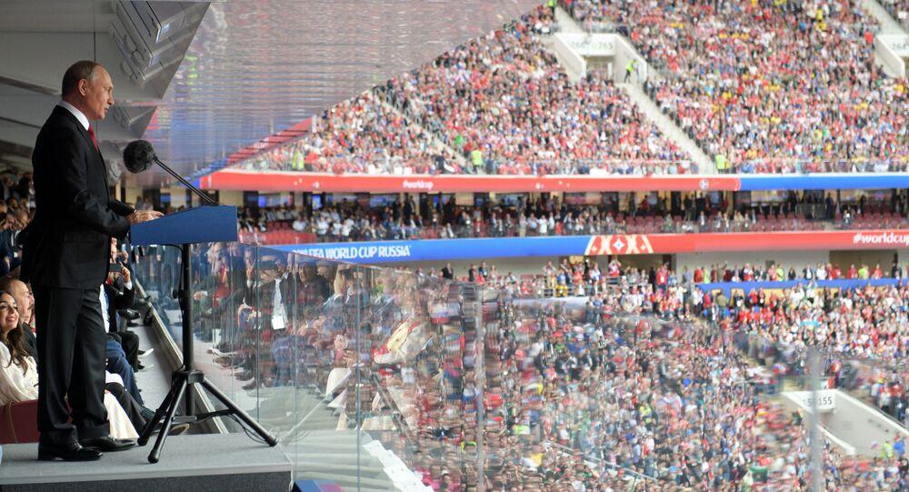 الرئيس فلاديمير بوتين خلال مراسم حفل افتتاح بطولة كأس العالم فيفا روسيا 2018 في ملعب لوجنيكي بموسكو، روسيا 14 يونيو/ حزيران 2018
