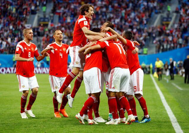 احتفالات المنتخب الروسي بالهدف الأول أمام لها في مرمى المنتخب المصري