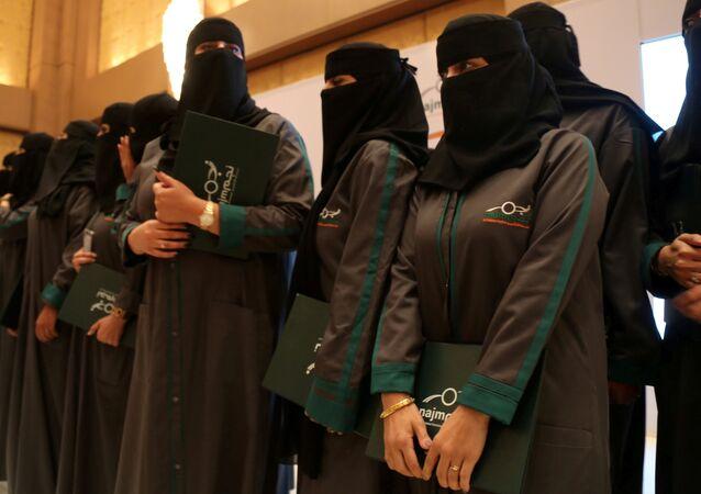 محققات في قيادة المرأة السعودية للسيارة