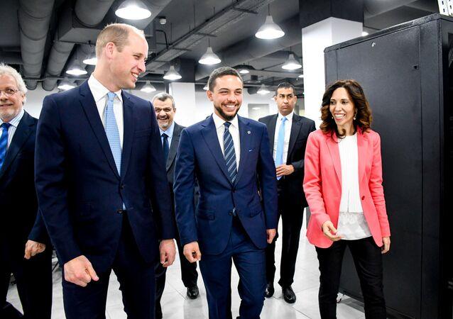 الأمير البريطاني وليام مع ولي العهد الأردني أثناء زيارتهما إلى مؤسسة ولي العهد في عمان بالأردن، 24 يونيو/حزيران 2018