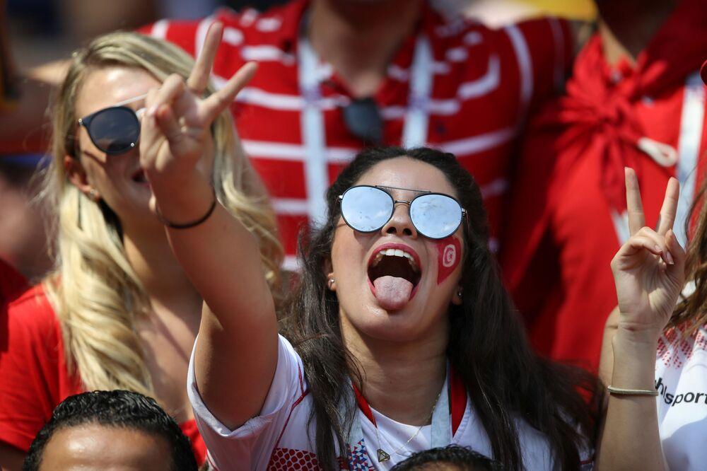 مشجعات تونسيات يدعمون منتخبهم الوطني في مبارياته في كأس العالم 2018