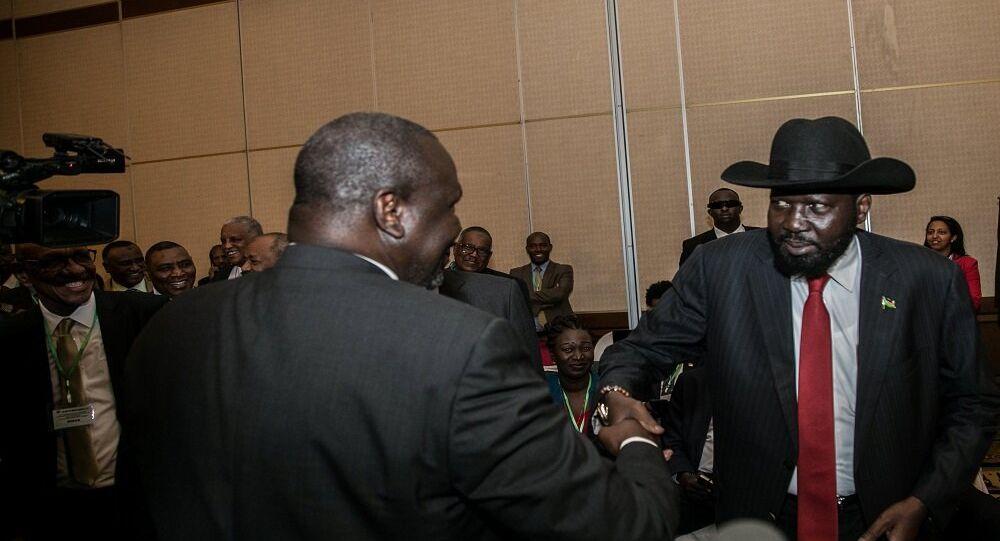 رئيس جنوب السودان سلفاكير ميارديت وزعيم الحركة الشعبية المعارضة رياك مشار في الخرطوم