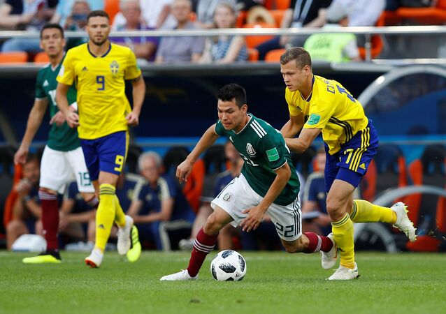 جانب من مباراة السويد والمكسيك