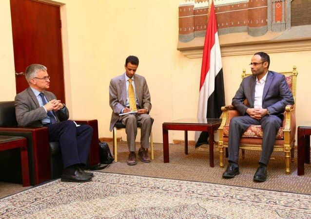 مهدي المشاط رئيس المجلس السياسي الأعلى، 30 يونيو / حزيران، والمبعوث الخاص لوزارة خارجية مملكة السويد إلى اليمن وليبيا السفير بيتر سيمنبي
