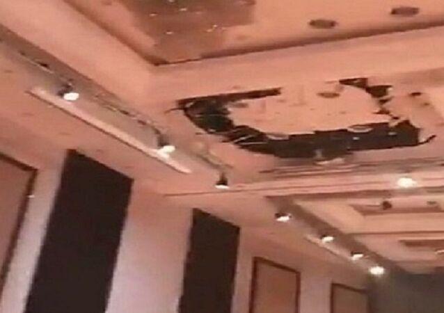 أثناء تواجد عدد كبير من النساء.... انهيار  سقف قاعة أفراح بالرياض (فيديو)