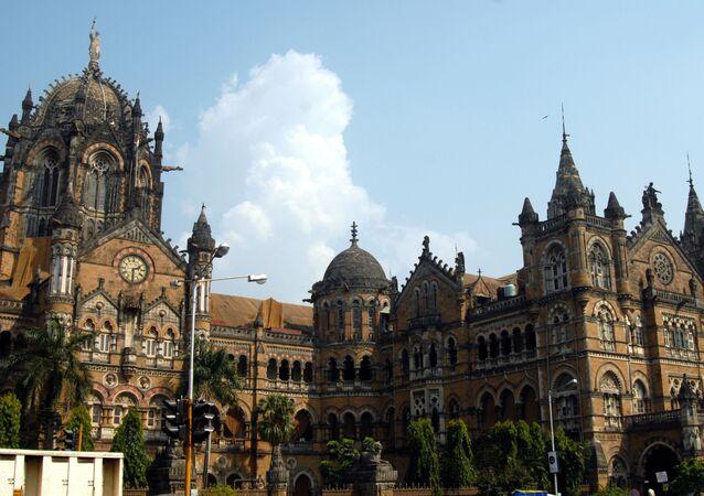 محطة سكة حديد - نموذج للهندسة المعمارية القوطية في مومباي، الهند