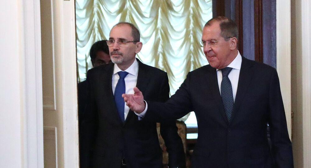وزير الخارجية الروسي سيرغي لافروف ونظيره الأردني الصفدي