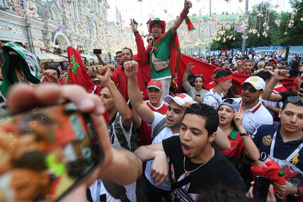 مشجعو المنتخب المكسيكي في شارع نيكولسكايا وسط موسكو، 2018