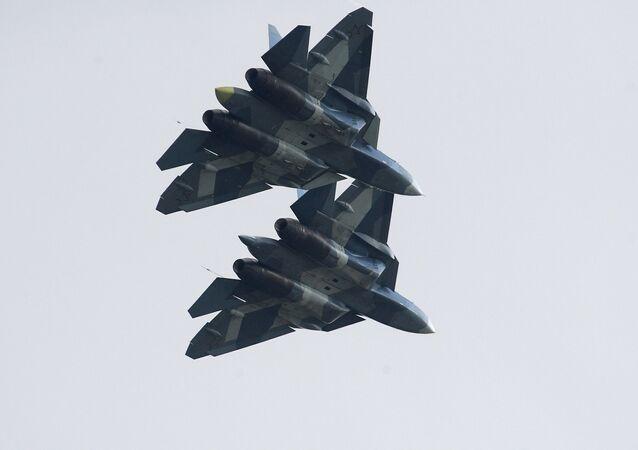 طائرتان من طراز سو-57