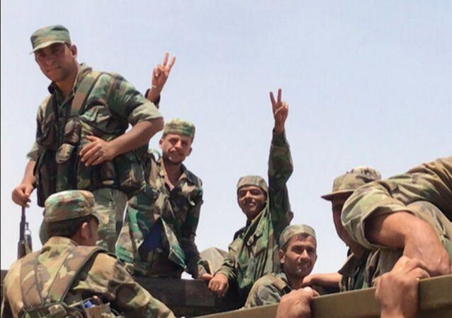 قوات الجيش السوري في محافظة درعا، على الحدود السورية الأردنية، سوريا، الأردن