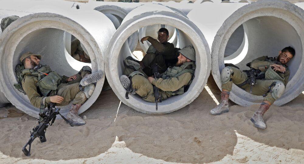 عناصر الجيش الإسرائيلي خلال التدريبات في القاعدة العسكرية تزيليم، في إطار محاكاة لمعركة حقيقة في قطاع غزة، 3 يوليو/ تموز 2018
