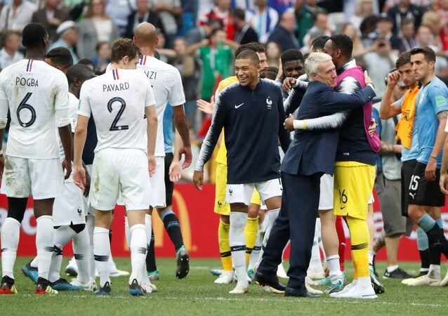 فرنسا تصعد للدور نصف النهائي