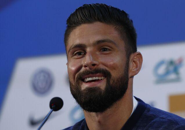 اوليفيه جيرو لاعب المنتخب الفرنسي