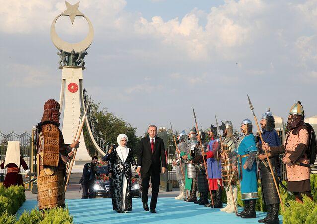 الرئيس أردوغان وزوجته