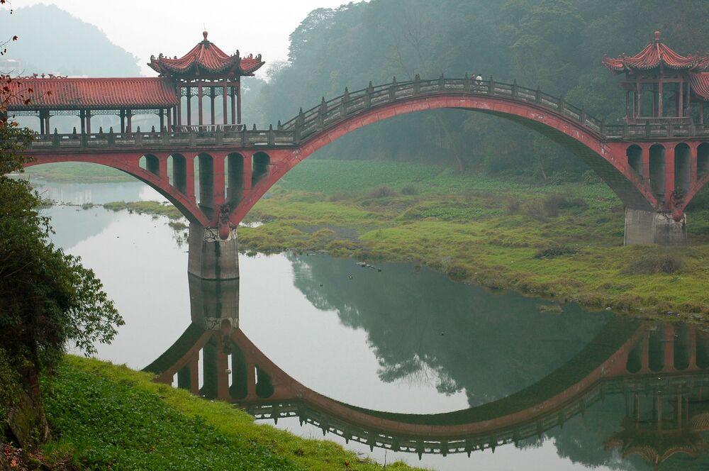 مدينة ليشان، في مقاطعة سيتشوان، الصين