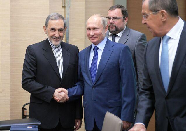 الرئيس الروسي فلاديمير بوتين، اليوم الخميس 12 يوليو/ تموز، فيستقبل مستشار المرشد الأعلى الإيراني للشؤون الدولية، علي أكبر ولايتي