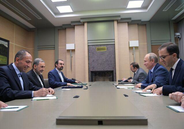 أعلن مستشار المرشد الأعلى الإيراني علي أكبر ولايتي، خلال لقائه الرئيس الروسي، فلاديمير بوتين