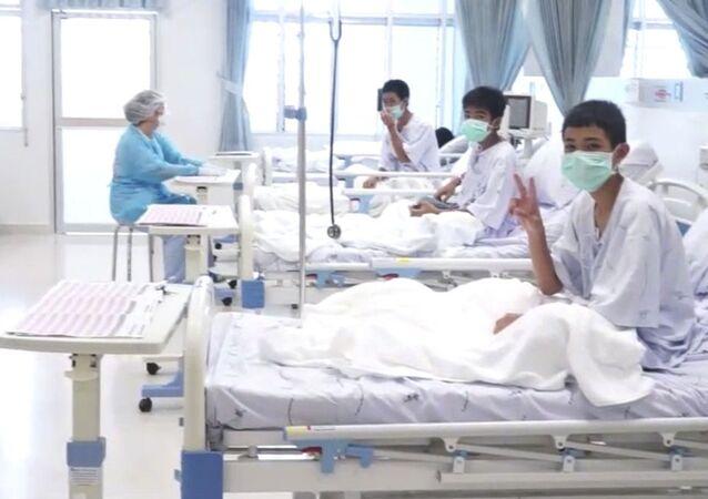 أطفال الكهف في المستشفى بعد عملية إنقاذ ناجحة