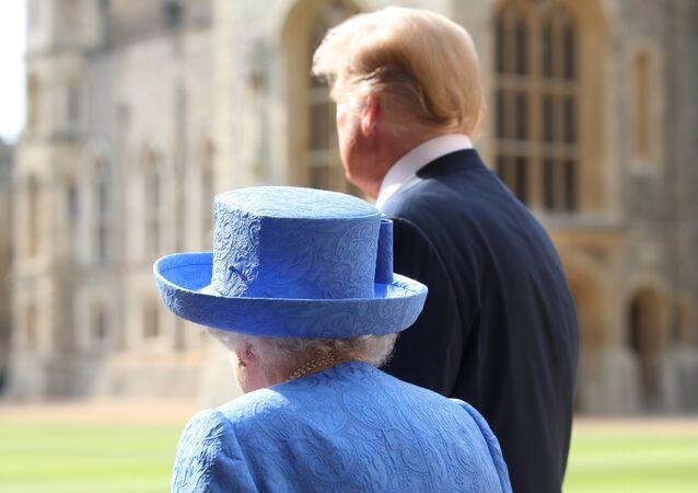 الرئيس الأمريكي دونالد ترامب مع الملكة إليزابيث الثانية في قصر وندسور، 13 يوليو/تموز 2018