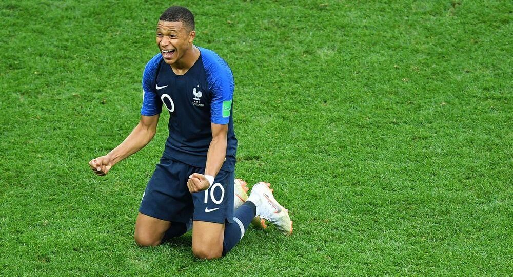 لاعب المنتخب الفرنسي كيليان مبابي نال جائزة أفضل لاعب شاب في البطولة